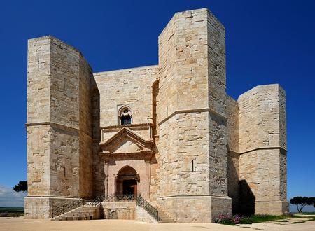 fortress Castel del Monte, Apulia, Italy 免版税图像