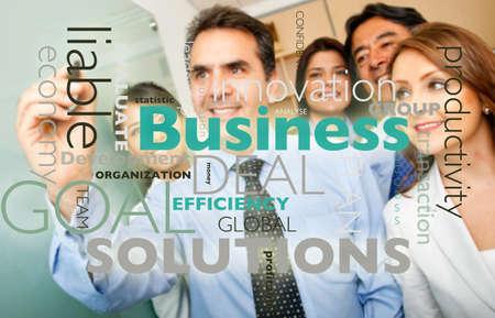 productividad: Grupo empresarial escribir un gr�fico con los conceptos de negocio relacionados Foto de archivo