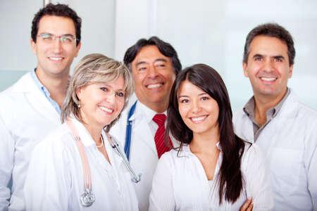 m�decins: Une patiente avec un groupe de m�decins � l'h�pital