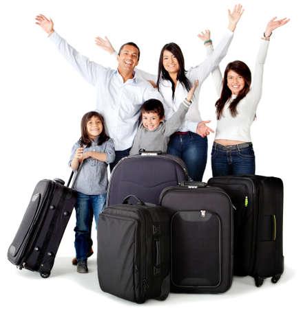 bagage: Famille excit� au sujet d'un voyage avec des sacs - isol� sur un fond blanc