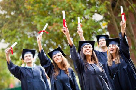 egresado: Grupo de estudiantes exitosos en su d�a de graduaci�n