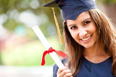 """absolwent: Szczęśliwa kobieta, portret w dniu jej ukoÅ""""czenia uÅ›miechniÄ™ty Zdjęcie Seryjne"""