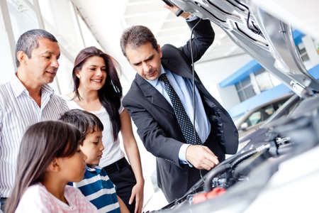 vender: Family buying a car and looking at the engine  Banco de Imagens
