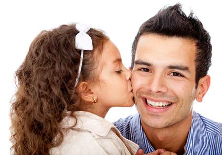 папа: Девочка целует ее отца - изолированные на белом фоне Фото со стока