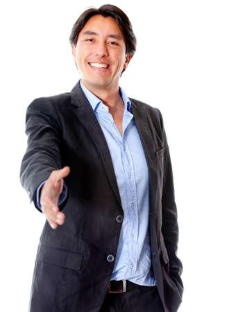 pacto: Hombre de negocios de bienvenida con la mano extendida al apret�n de manos aisladas