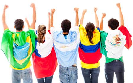 flag of argentina: Feliz grupo latinoamericano con los brazos hasta las banderas de anuncios - aislados en un fondo blanco Foto de archivo