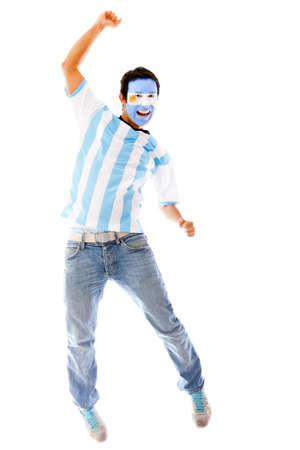 bandera argentina: Feliz el hombre argentino celebra con los brazos arriba - aislados en un blanco Backgorund Foto de archivo