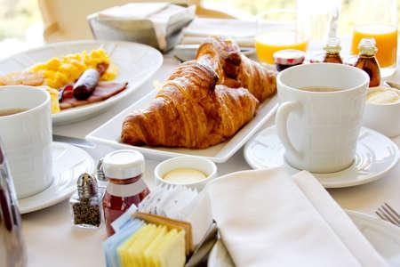 reggeli: Közelről egy egészséges reggeli croissant-t Stock fotó