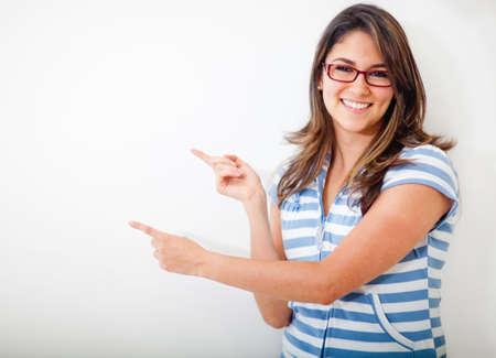 femme professeur: Enseignante en montrant un tableau blanc