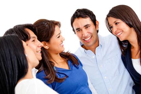 talking: Groupe heureux de gens qui parlent - isol� sur un fond blanc
