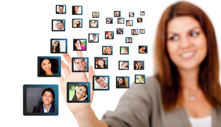 networking people: Mujer con una red social - aislados en un fondo blanco Foto de archivo