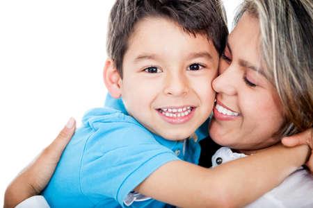 madre e hijo: Madre amorosa y un hijo - aislados en un fondo blanco