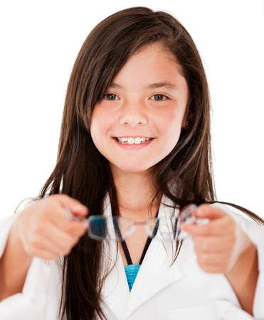 pr�voyance: Les jeunes femmes verres de maintien opticien - isol� sur blanc