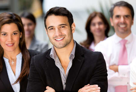 trabajadores: Feliz grupo empresarial en la oficina sonriendo Foto de archivo