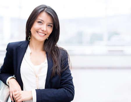 sch�ne frauen: Erfolgreiche Business-Frau, selbstbewusst und l�chelnd