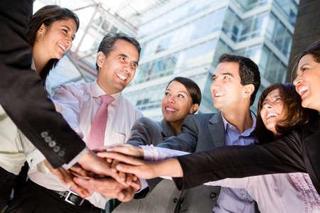 ensemble mains: Affaires travail d'�quipe avec un groupe de personnes avec les mains