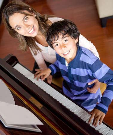 prodigy: Boy imparare a suonare il piano