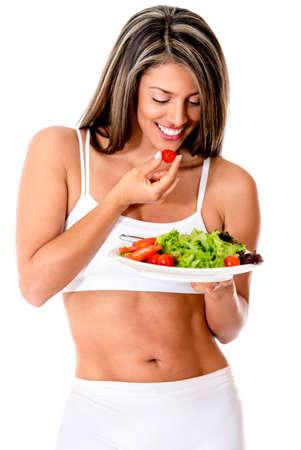 atletisch: Vrouw dieet eten van een salade groenten - geïsoleerd over wit