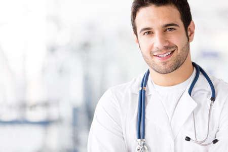 male doctor: Ritratto di amichevole medico di sesso maschile, sorridente Archivio Fotografico