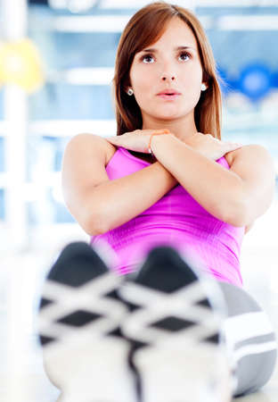 workout gym: Woman training at the gym doing abdominals