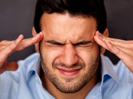 başarısız: Bir baş ağrısı ile bir iş adamı portresi Stok Fotoğraf