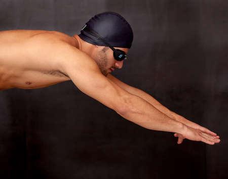 picada: Buceo profesional nadador masculino con un sombrero y gafas de Foto de archivo
