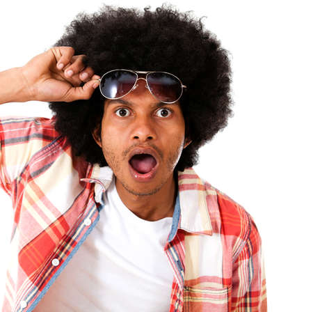 �berrascht schwarze Mann, der einen guten Blick - �ber einen wei�en Hintergrund isoliert Lizenzfreie Bilder