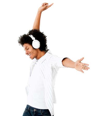 listening to music: Hombre negro que se divierte escuchando m�sica - aislado sobre un fondo blanco