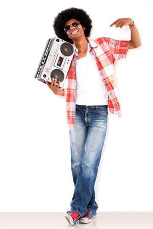 Gl�cklicher schwarzer Mann mit einem Radio die Musik genie�en