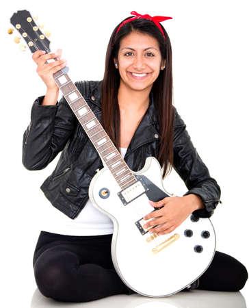 Mujer que toca una guitarra el�ctrica - aislados en un backgorund blanco Foto de archivo - 15165659