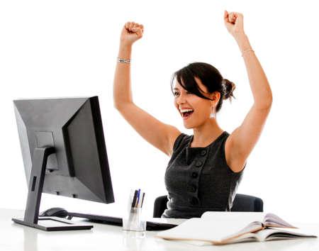 personas celebrando: Exitosa mujer de negocios con los brazos para arriba - aislados en un fondo blanco