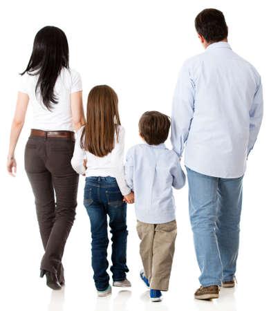 ni�os caminando: Familia caminando juntos - aislados en un fondo blanco