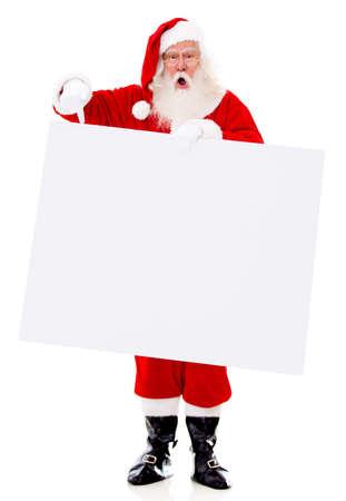 �santaclaus: Sorprendido Santa con una pancarta - aislados en un fondo blanco