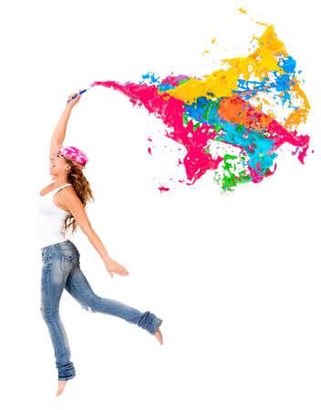 pintor: Pintor feliz hembra con un poco de pintura colorida - aislada