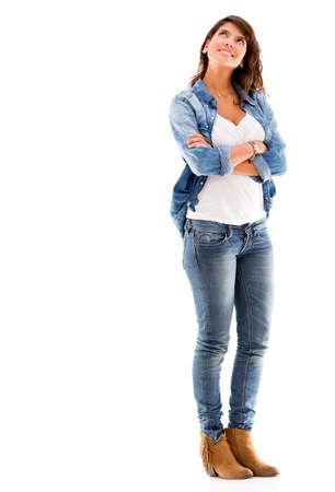 mujer pensando: Mujer pensativa mirando hacia arriba - aislados en un fondo blanco