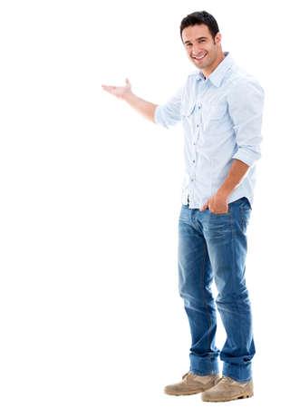 uomo felice: Bel uomo accogliente sorridente - isolato su uno sfondo bianco