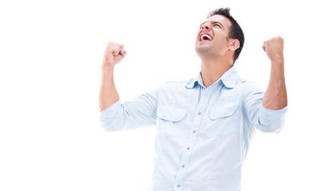 personas celebrando: Casual hombre ganar y celebrar - aislados en blanco