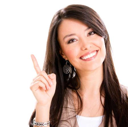 ragazza che indica: Donna felice che punta con il dito - isolato su bianco