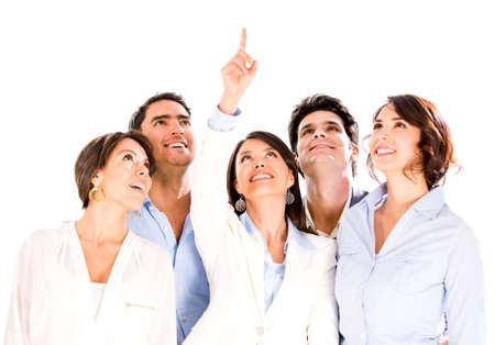 jovenes emprendedores: Grupo empresarial exitosa apuntando hacia arriba - aislados en blanco Foto de archivo