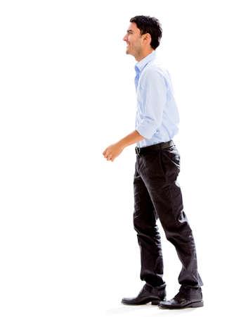 side profile: Uomo di affari che cammina a lato - isolato su uno sfondo bianco