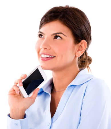 pensativo: Mulher pensativa com um telefone celular - isolado sobre um fundo branco