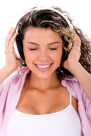 escuchando musica: Mujer feliz con los auriculares escuchando m?a - aislado en blanco Foto de archivo
