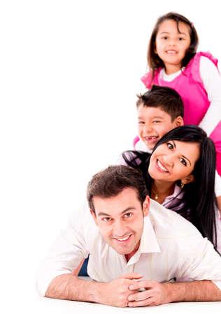 disfrutar: Hermosa familia sonriente juntos - aislados en un fondo blanco Foto de archivo