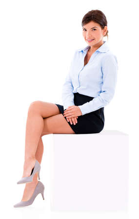 pantimedias: Hermosa mujer de negocios sentado en un cubo - aislado sobre fondo blanco