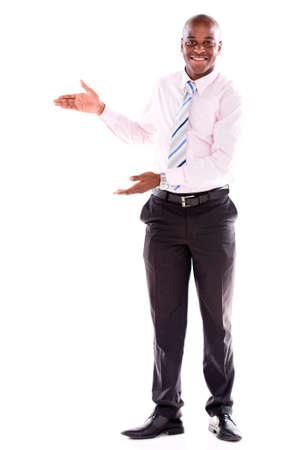 bienvenidos: Hombre de negocios de bienvenida que parece feliz - aislado sobre fondo blanco