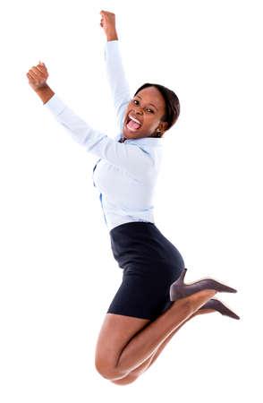 gente celebrando: Mujer de negocios acertado que salta con los brazos arriba - aislados en blanco