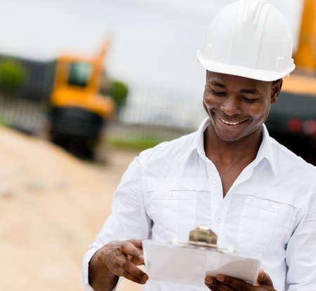 ingeniero civil: Ingeniero civil que trabaja en una obra de construcci�n