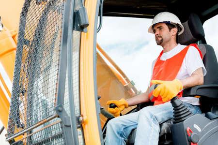Worker Betreiben eines Krans auf einer Baustelle Lizenzfreie Bilder