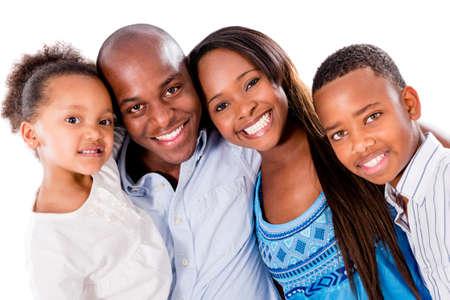 famille africaine: Portrait de famille heureuse - isol? sur un fond blanc