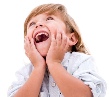 cara sorprendida: Pequeño niño feliz mirando muy sorprendida - aisladas sobre fondo blanco Foto de archivo